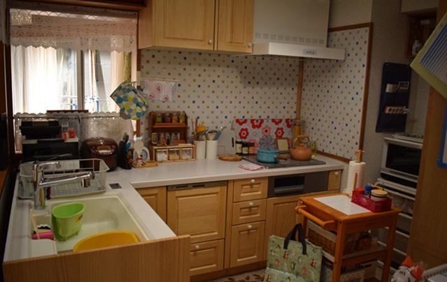 隣の家族は青く見える、キッチン