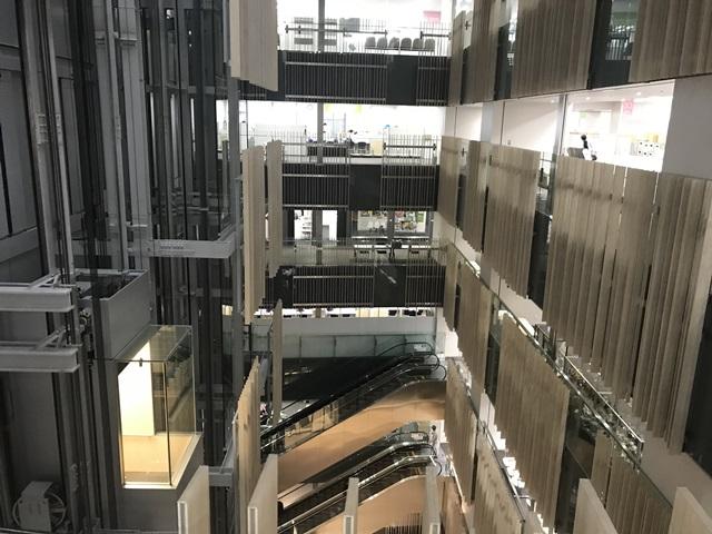 豊島区役所とブリリアタワーがかっこいいと思ったら、建築家隈研吾氏の設計監修だった。