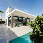 プールのある家の値段と維持費は?年収はいくらから実現可能なのか?