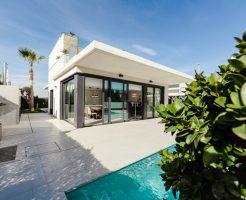 プールのある家、値段、維持費