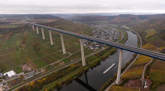 ドイツ 新しい橋