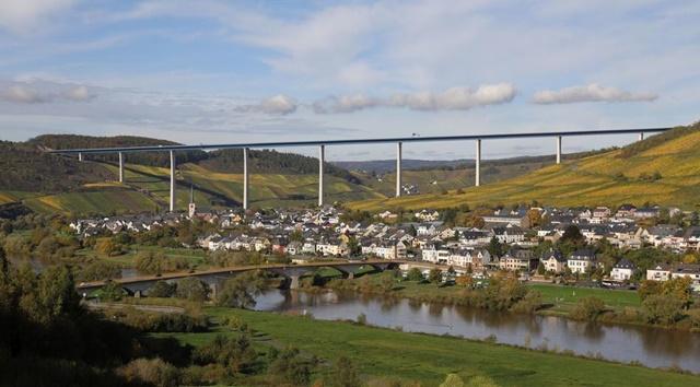 ツェルティンゲンラハティグ 橋