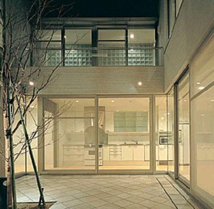 ガーデンパサージュ広尾 中庭 夜間 ライトアップ